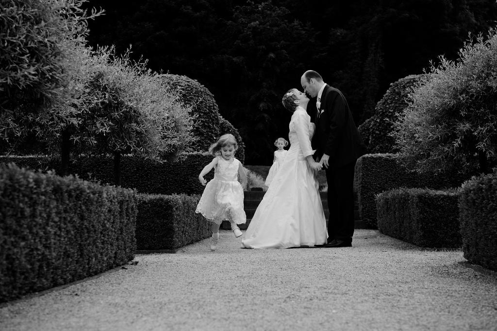alden biesen, bruidskinderen natuur, huwelijk paly.be opglabbeek limburg fotografie communie lentefeest huwelijk model